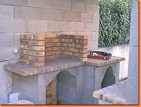 Fabrication barbecue en brique xv78 jornalagora for Construire un four a bois